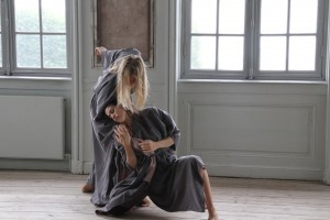 Lykkens Paradoks,  Tiziana Fracchiolla og Anne Nyboe i slut
