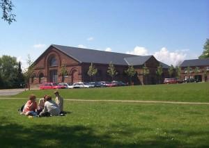Dramaturgi er i dag en del af Institut for Æstetiske Fag og holder til på den gamle kaserne på langelandsgade i Århus.